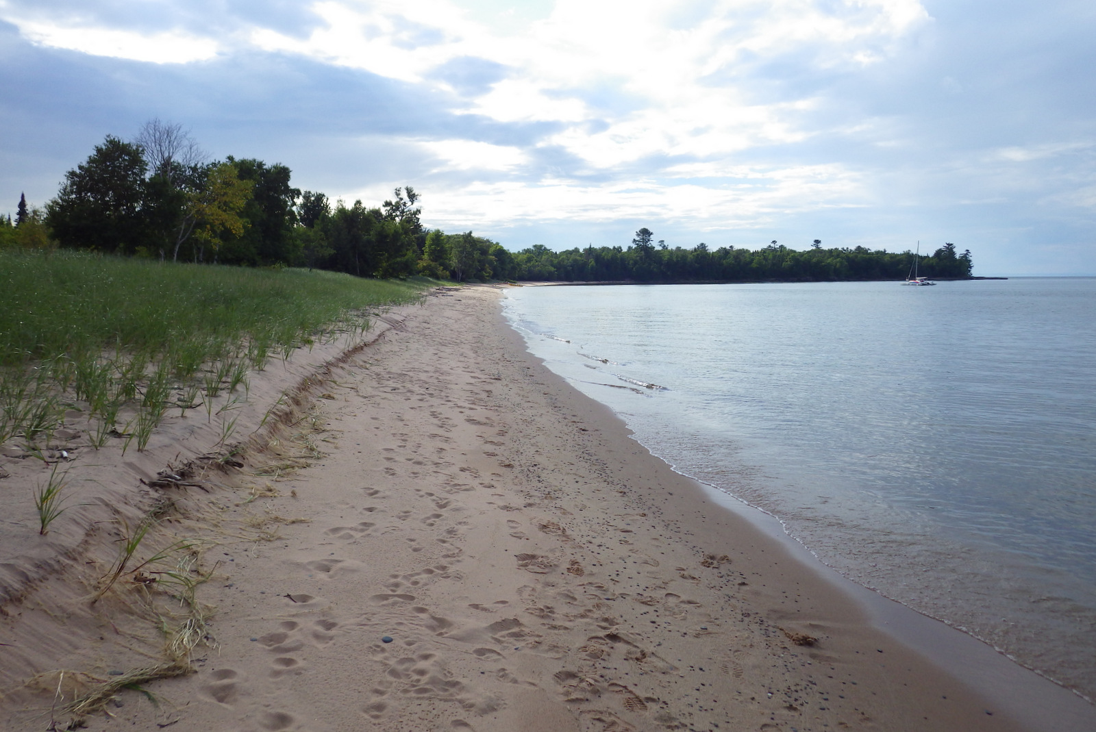 The sandy beach at York Island